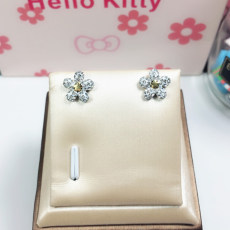 Small daisies earrings Korean version of sterling silver simple wild earrings