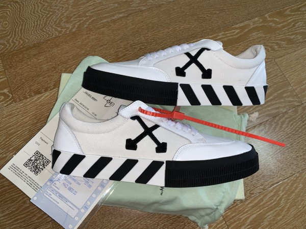 Off White C/O Virgil Abloh