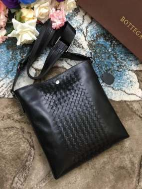 Bottega Veneta Trend Trends 2084 leather messenger bag