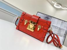 real shot LV petite malle replica clamshell phonebag makeup crossbody bag in shiny patent leather
