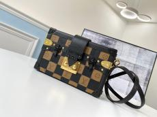 Louis Vuitton/LV female petite malle clamshell chequer makeup crossbody box bag gold hardware with removable and adjustable shoulder strap