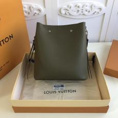 M55439 Louis Vuitton/LV olive green lockme bucket handbag crossbody bag with detachable and adjustable shoulder strap