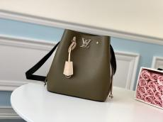M55439 Louis Vuitton/LV plain drawstring bucket bag cross-body shoulder bag with shiny twist lock closure