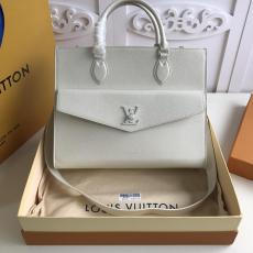M55846 Louis Vuitton/LV female large-capacity pure-color Lockme tote shopping bag excellent lover birthday gift
