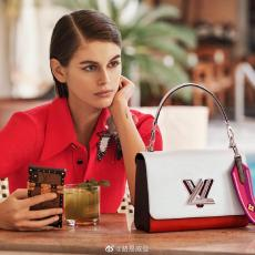 M55677 Louis Vuitton/LV female scratch-proof twist-lock color-contrast retro messenger bag with embroidered broad shoulder strap