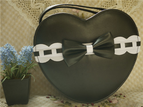 Loris - Sweet Heart Shaped Lolita Crossbody Bag with Bow
