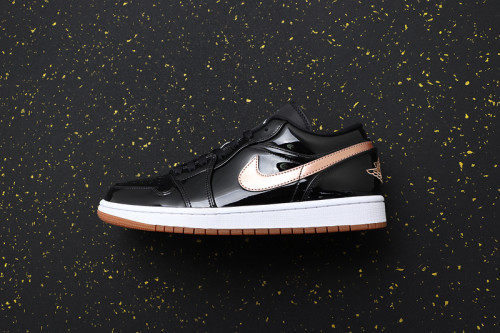 AJ 1 Low Retro Classics Shoes 554723-032