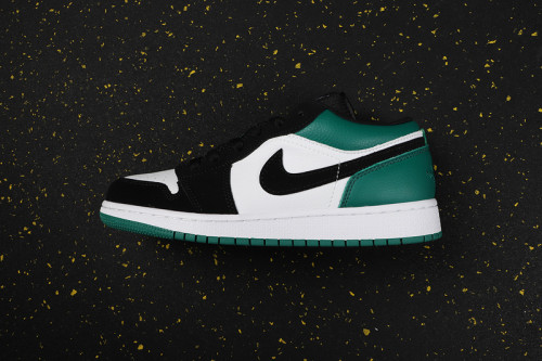 AJ 1 Low Retro Classics Shoes 553560-113