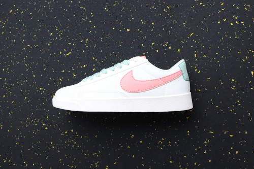 Women's Blazer Low Classic Retro AV9371-605