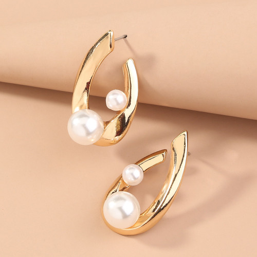 U-shaped Pearl Earrings