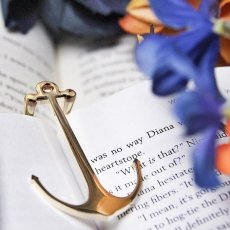 Anchor Book Holder by VEASOON