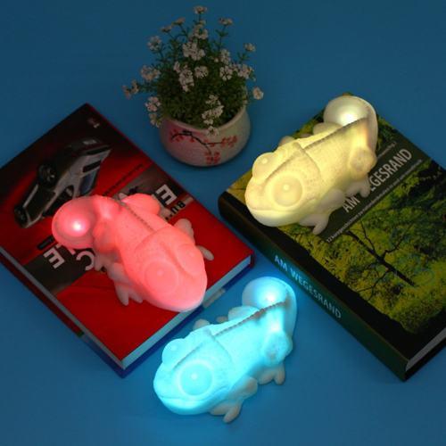 Color Copying Chameleon Lamp