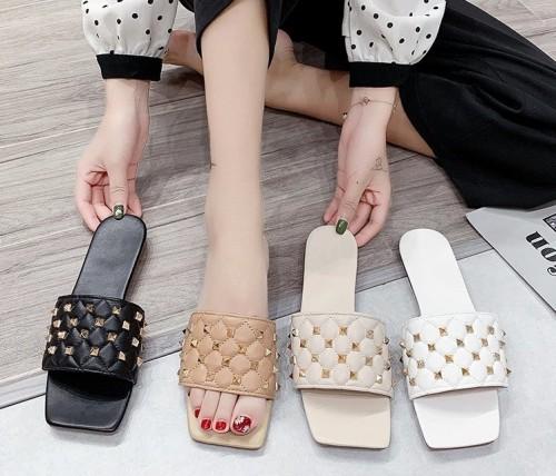 Fashion Square Toe Rivet Trim Slipper