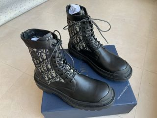 D1OR Sneaker 5