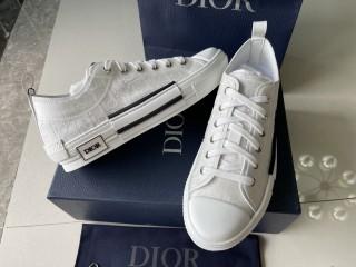 D1OR B23 Sneaker 10