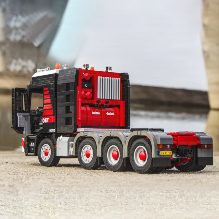 6253Pcs MOC Small Particle High Level Remote Control Truck Building Block Model DIY Construction Building Kit with Supporting Plate - Electric Version