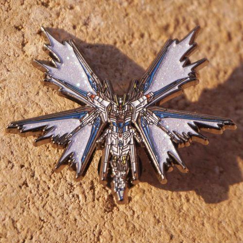 Cosmile Mobile Suit Gundam STRIKE FREEDOM GUNDAM Metal Brooch Pin Limited fashion cute new cosplay