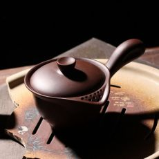 China Yixing Zisha Clay Brown Side Handle Gaiwan Shaped Teapot with Filter 150ml