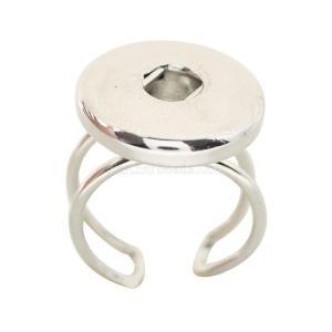 se ajusta el anillo de metal