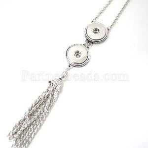 El collar 80CM con botones 2 se ajusta a presión en forma de metal.