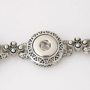 Los botones 4 se ajustan al brazalete de metal en pequeños pedazos