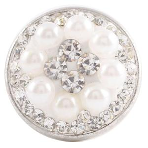 кнопка с белыми стразами и жемчугом из смолистого камня KC2727