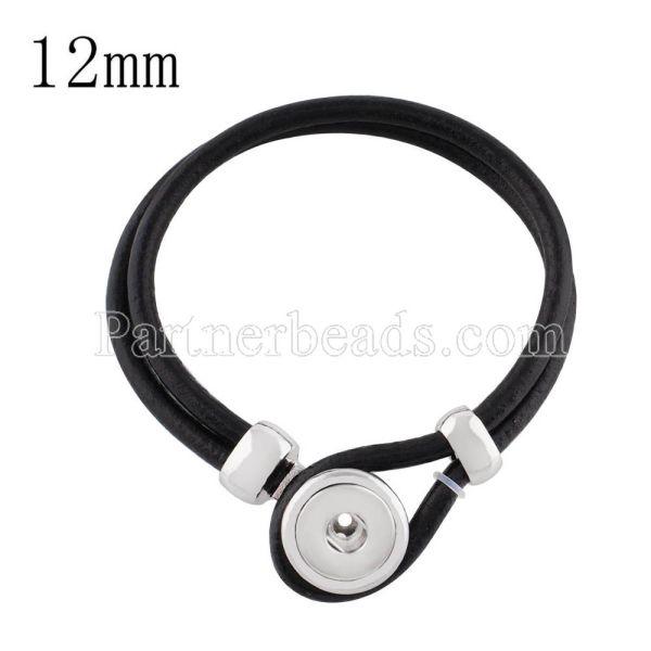 Neue Armbänder aus schwarzem Echtleder passen in kleine Stücke mit Druckknöpfen