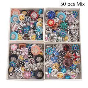 50pcs / lot Botones a presión 20mm Gran cristal y tipos de mezcla de nivel de diseñador Colores MixMix