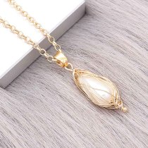 Natural pearl pendant comes with cute golden accessories001