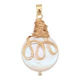 Le pendentif en perle naturelle est livré avec de jolis accessoires dorés003