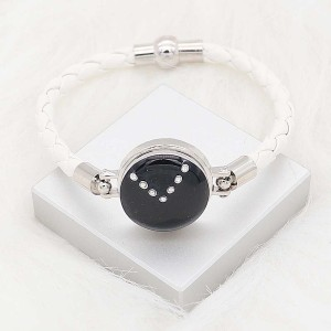 20 mm de plata chapada con esmalte negro planificado y diamantes de imitación KC8289