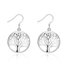 木の形をしたエレガントなイヤリング
