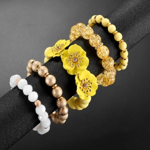 Golden frosted ball, spray paint, flower and diamond, five Beaded Bracelets