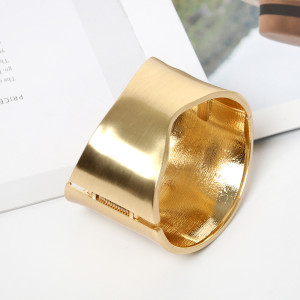 Wide edge Bracelet simple spring buckle bracelet