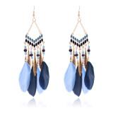 Boucles d'oreilles pompon en plumes faites à la main avec perles de riz accessoires Boucles d'oreilles tempérament longues boucles d'oreilles de style national