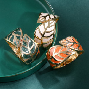 Retro fashion oil dripping Bracelet leaf shape wide edge gold tracing Bracelet