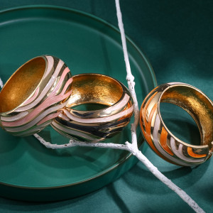 Retro gold streamline elegant women's oil dripping color matching bracelet
