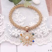 Navidad 20MM diseño de copo de nieve broche chapado en oro y diamantes de imitación multicolor