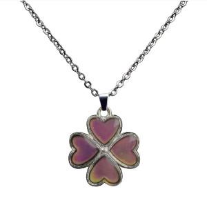 クローバーの花びらの温度に敏感な色の変化ペンダントステンレス鋼のネックレス
