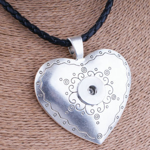Collar de plata en forma de trozos de 20 mm con broches de presión