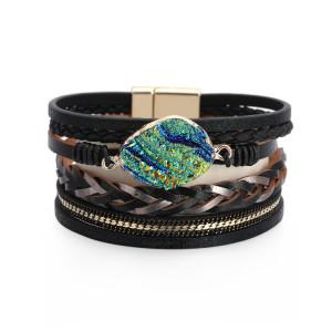 Trenza de cuero multicapa con accesorios de diamantes y cierre magnético Pulsera