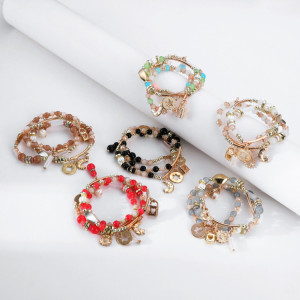 Mehrfarbiges Perlenarmband mit elastischem Kordelzug