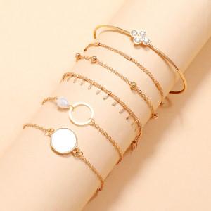 Elegantes Temperament weiß tropfendes Öl imitiert Perle hohl runde Kunstkristall Armband 6-teiliges Set