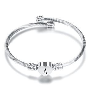 Pulsera de acero inoxidable de 26 letras Pulsera de carta de amor de acero de titanio Pulsera abierta de plata para mujer