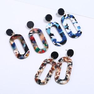 Geometrische Ohrringe aus Acetatplatte