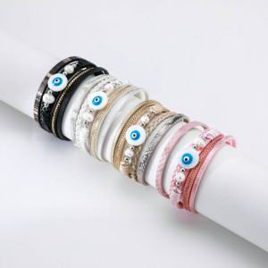 Mehrschichtiges gewebtes Perlenlederarmband aus Teufelsauge