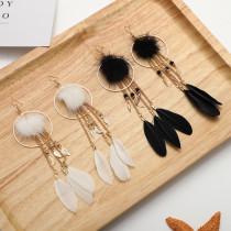 Pendientes de plumas de bolas de pelo Pendientes personalizados con borlas largas
