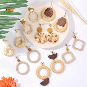 Boucles d'oreilles géométriques en rotin en corde de chanvre faites à la main en bois Boucles d'oreilles rétro créatives en paille tissée