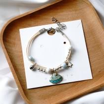 Bracelet tressé coquillages, étoiles, lunes et papillons
