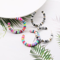 Boucles d'oreilles pour femmes à la mode en forme de C couleur mélangée poterie douce Boucles d'oreilles pour femmes à la mode simples et élégantes